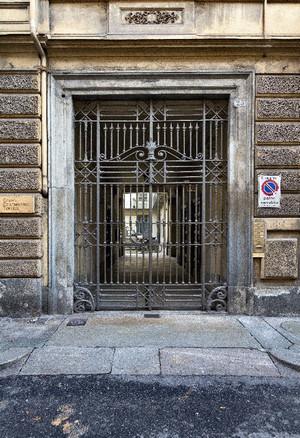 Portone nell'isolato dell'ex Ghetto ebraico, via Maria Vittoria 25. Fotografia di Mattia Boero, 2010. © MuseoTorino